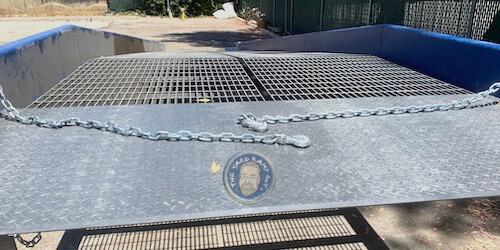 Top End | Apron | Deck | Chains: Close Up